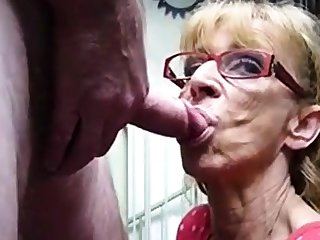 Very superannuated hookup amateur granny gives blowjob